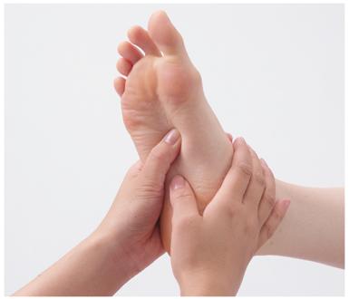 A lábujjak masszírozza